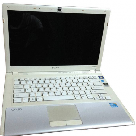 Laptop Sony Vaio Core i3 – 330 màu trắng thanh lịch